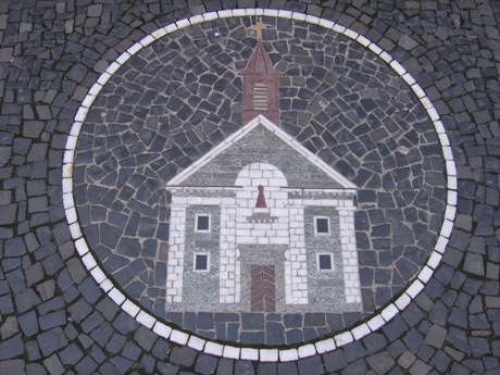 Symbol budynku na chodniku