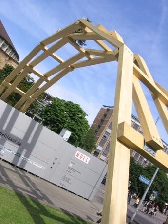 W ramach Festiwalu Zwanzig Null Fünf rozstawił się na Placu Starej Synagogi.