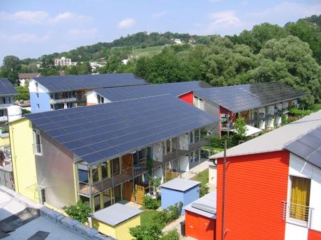 Solarsiedlung z dachu Sonnenschiff