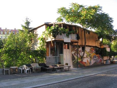 A czemu by nie mieszkać na drzewie w centrum Berlina?