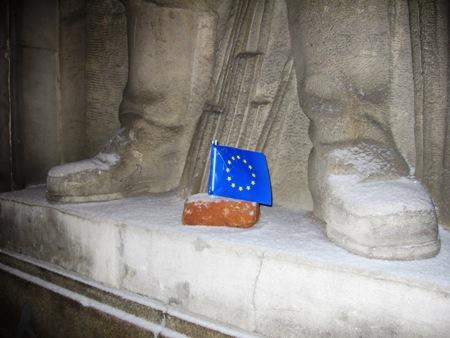 Flaga UE na MDM.