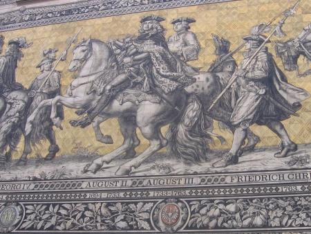 August III, tutaj znany jako Fryderyk August II na gigantycznej, porcelanowej mozaice.