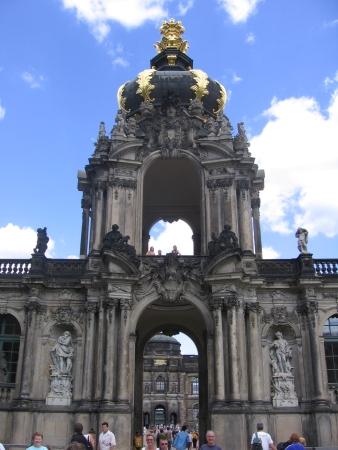 Zwinger - kompleks pałacowy, w którym zagnieździły się muzea.